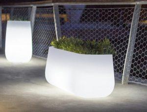 Jak odmienić swój ogród za pomocą oświetlenia?